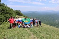 Более двухсот школьников Абинского района покорили вершину Шизе