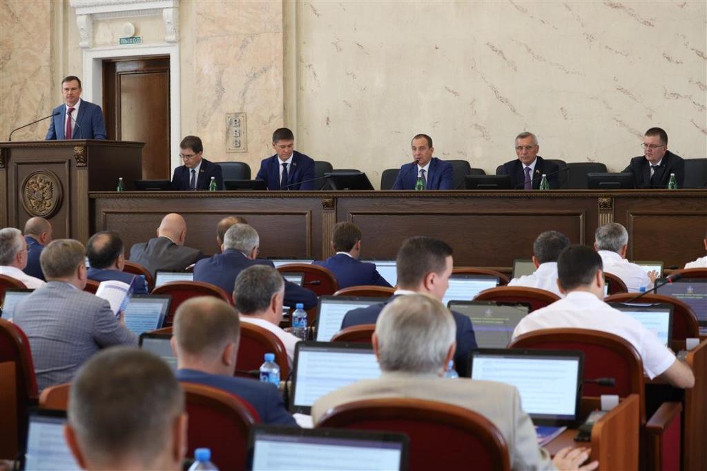 Сессия ЗСК: депутаты проголосовали за увеличение доходов краевого бюджета