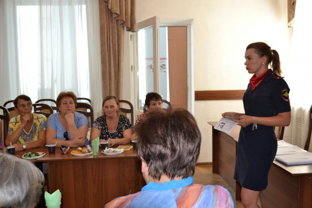 В Абинске полицейские провели встречу с общественниками