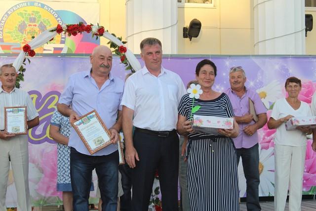 В Абинске отметили Всероссийский день семьи, любви и верности