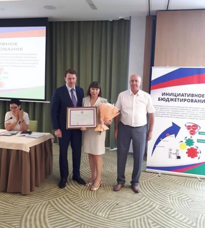 Абинчанке вручили благодарность губернатора за большой вклад в социально-экономическое развитие Кубани