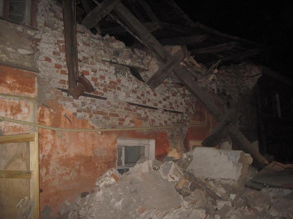 Двое молодых людей погибли под завалами заброшенного дачного дома в Абинске