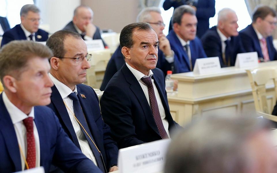 Вениамин Кондратьев поздравил женщин Кубани с 8 марта