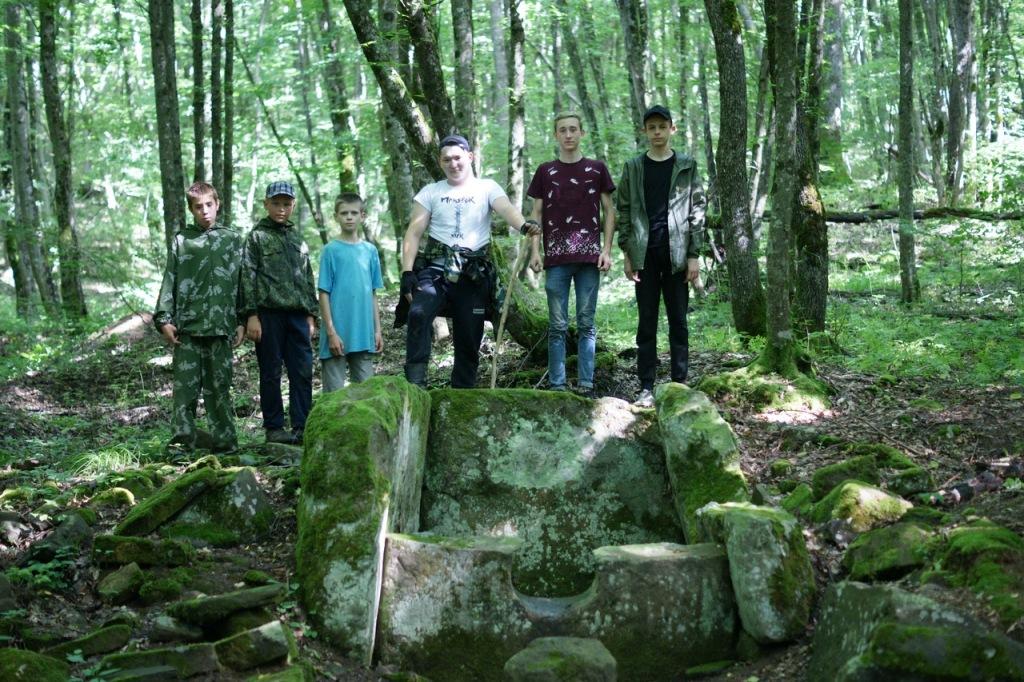 Юные абинские археологи обнаружили следы падения транспортного самолета