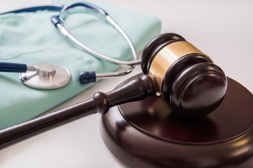 Прокуратура Абинского района направила в суд уголовное дело в отношении бывшего главного врача