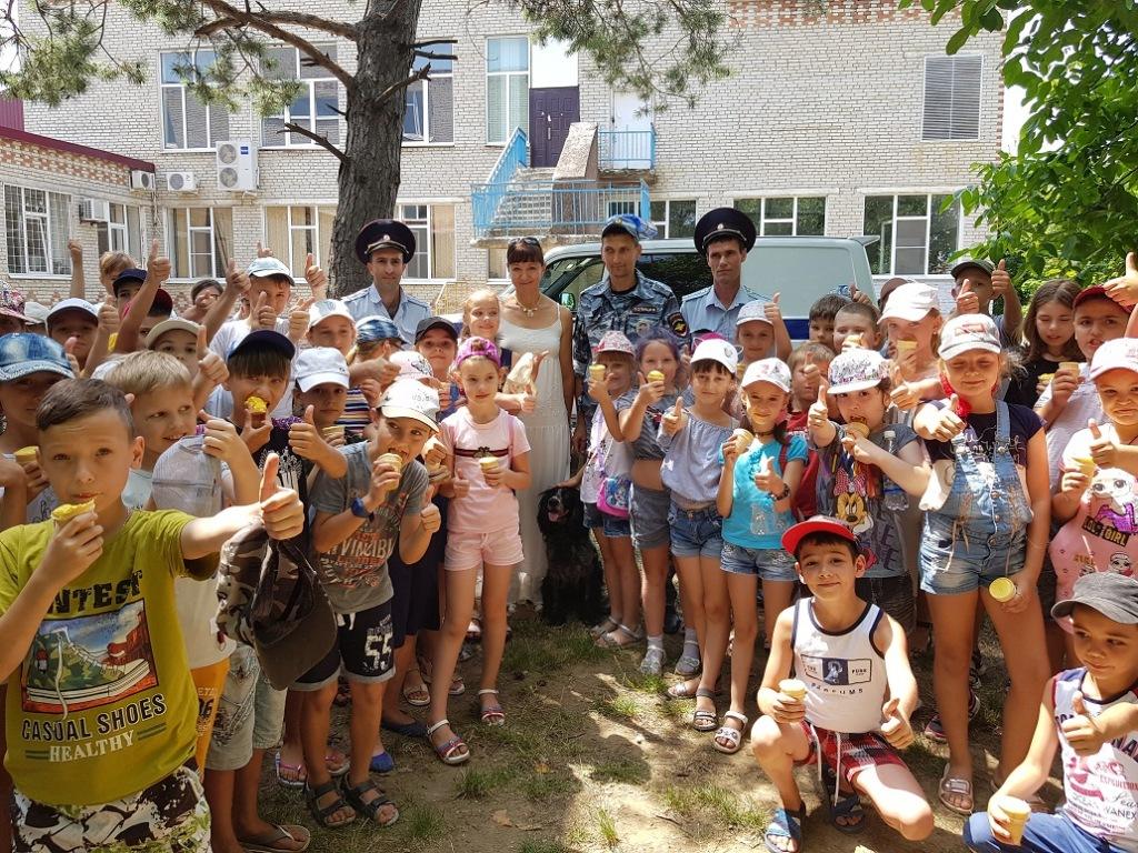 Сотрудники полиции Абинского района и общественники открыли летнюю площадку для школьников
