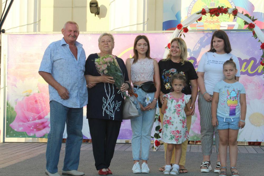 В День семьи, любви и верности в Абинске чествовали лучшие семейные пары