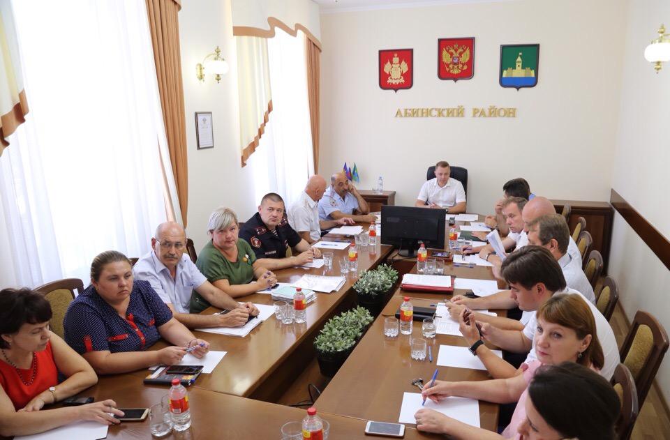 Информация о наличии и деятельности молодежных организаций и объединений радикального толка, фанатских движениях на территории Абинского района не зарегистрирована