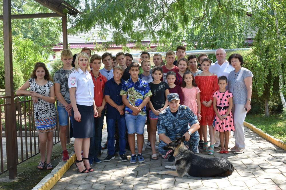 Каникулы с Общественным советом: полицейские посетили Ахтырский детский дом