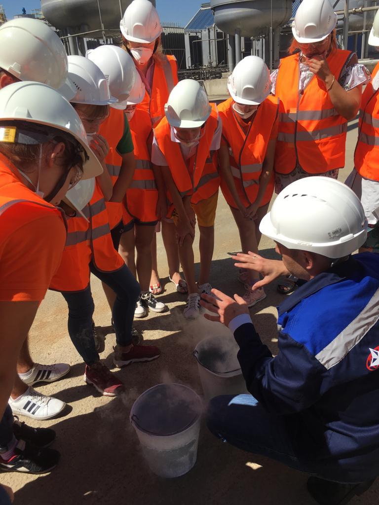Воспитанники Абинского социально-реабилитационного центра для несовершеннолетних побывали на экскурсии на АЭМЗ