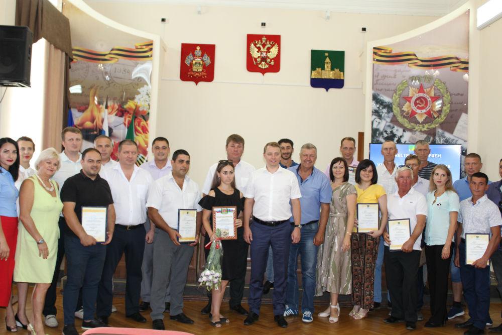 В Абинске отметили лучших строителей