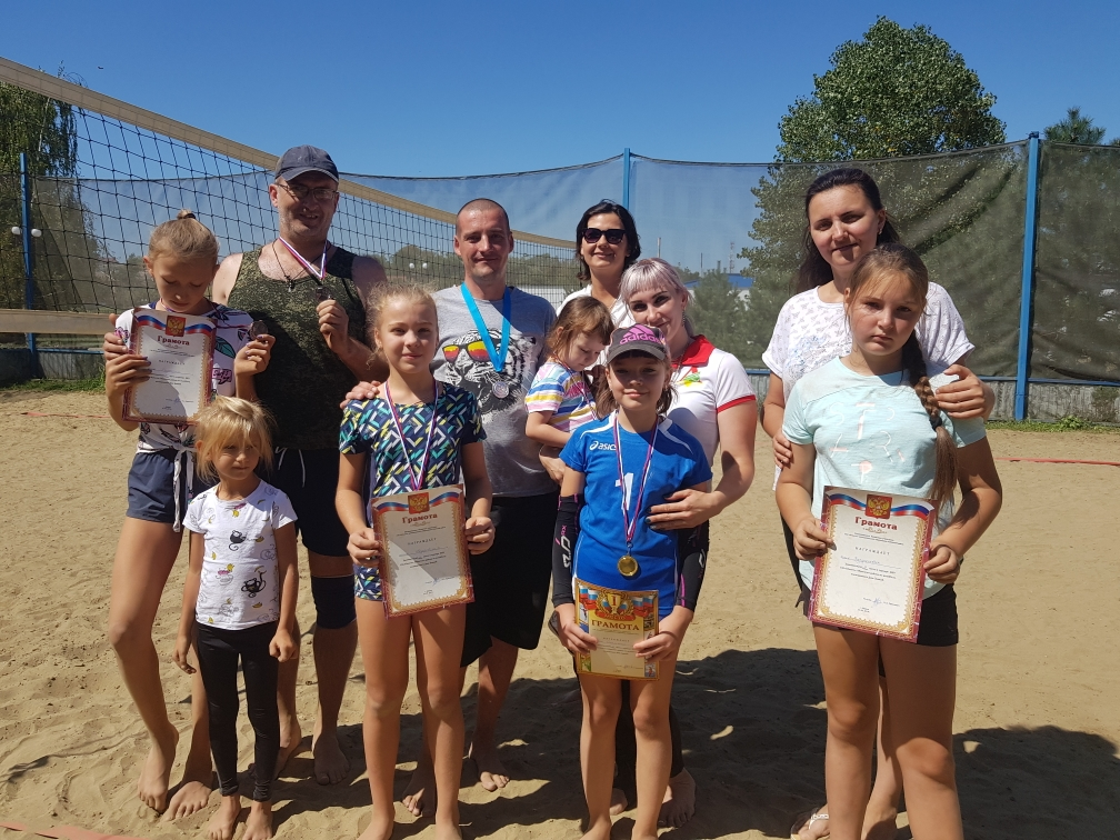 В Абинске прошел семейный турнир по пляжному волейболу
