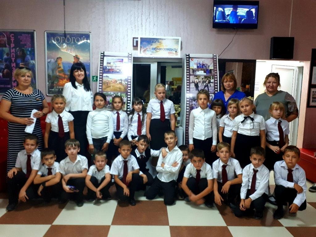 Школьники и спортсмены Абинского района побывали на показе документального фильма о первом в истории олимпийском чемпионе по прыжкам на батуте