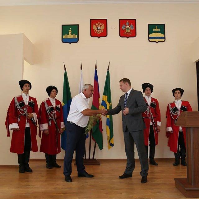 Глава Абинского района поздравил с официальным вступлением в должность главу Холмского сельского поселения