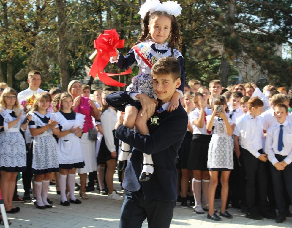 Для более чем 10 тысяч учеников Абинского района и их родителей начался новый учебный год
