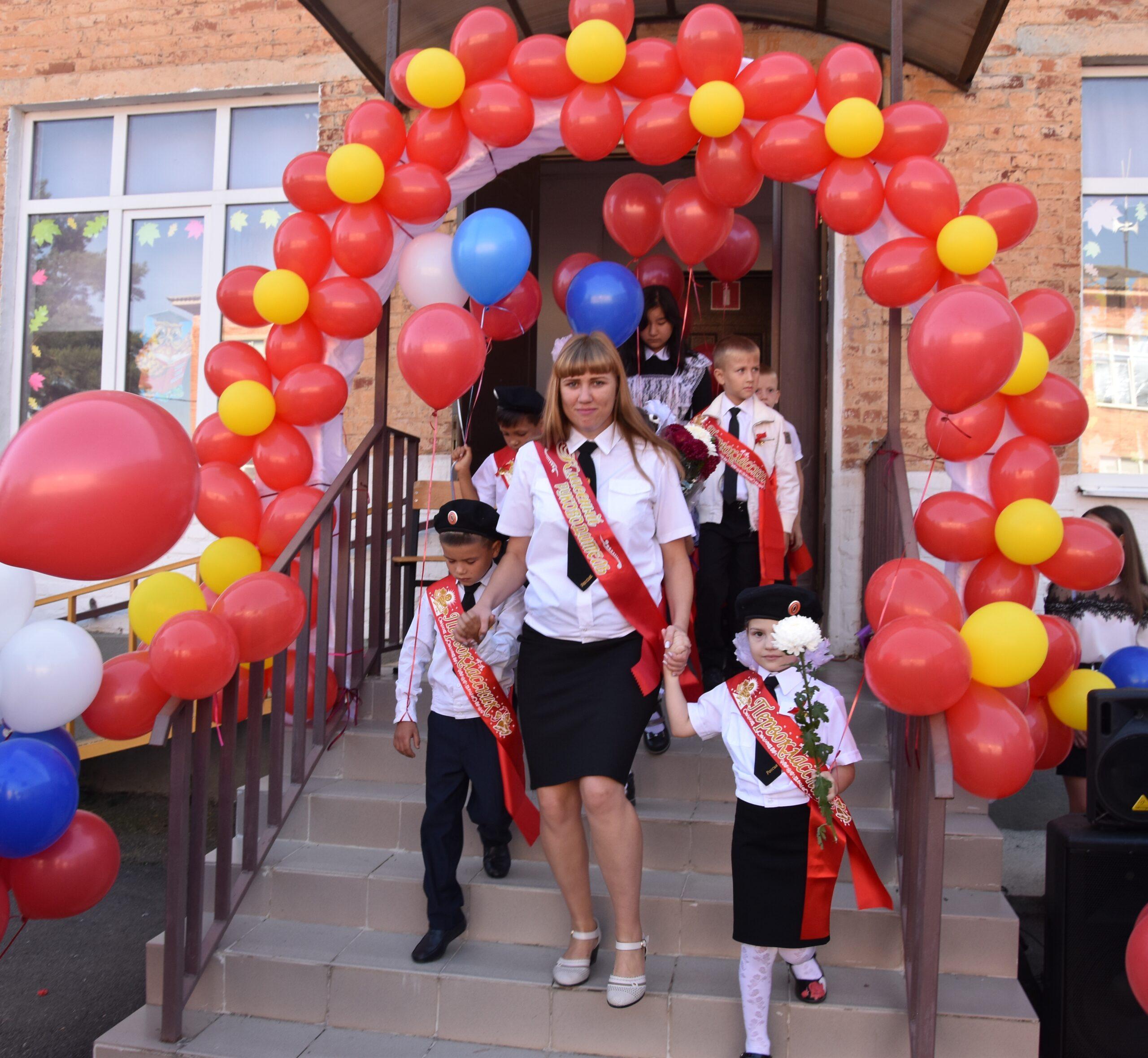 Атаман Абинского районного казачьего общества поздравил казачат с началом учебного года
