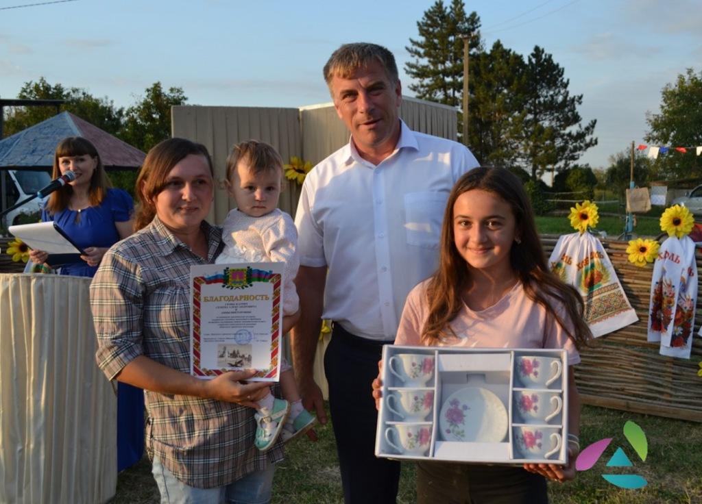 В хуторе Бережном отметили праздник добрых соседей