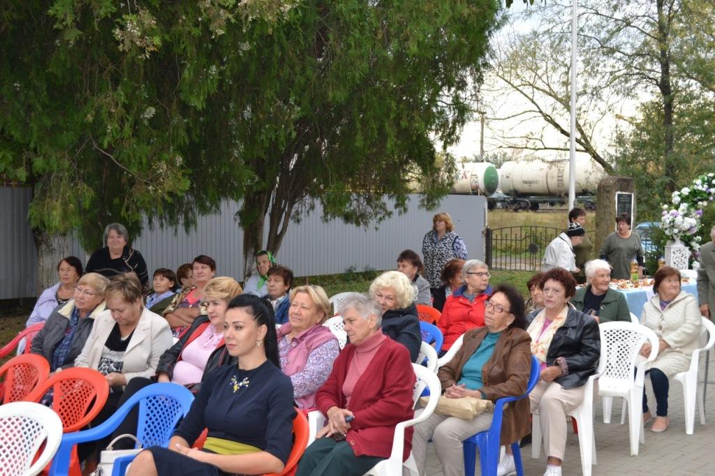 Пенсионеров микрорайона №2 поздравили с Днем пожилого человека
