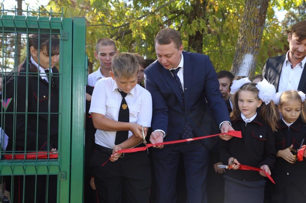 В посёлке Ахтырском открыли новую многофункциональную спортивную площадку