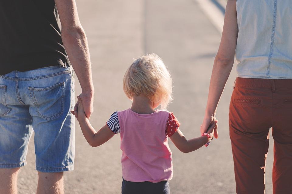 В среднем приемная семья на Кубани ежемесячно получает от 19,4 до 28,9 тысяч рублей за воспитание каждого ребенка.