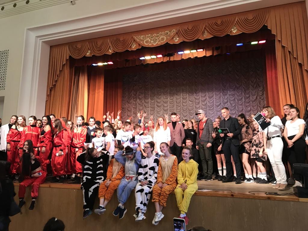 Зональный этап Краевого фестиваля современного молодежного творчества «СВЕЖИЙ ВЕТЕР» прошел 8 ноября в Абинском районе.
