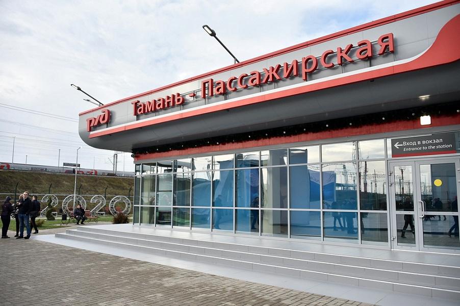 Теперь по Крымскому мосту можно проехать на поезде