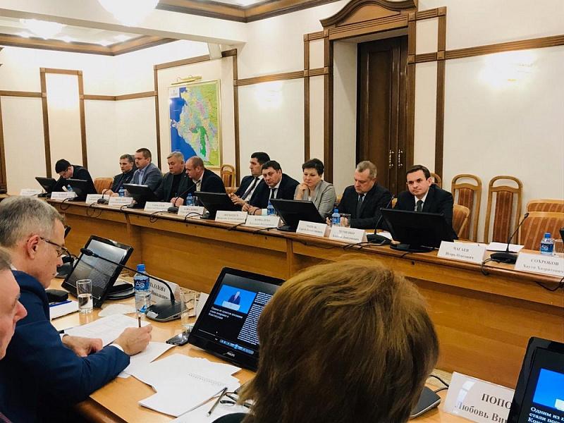 Поправки к Конституции будут обсуждаться во всех муниципалитетах края