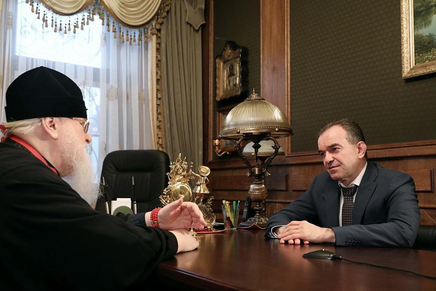 Губернатор отметил большой вклад главы кубанской епархии в духовное развитие жителей края.