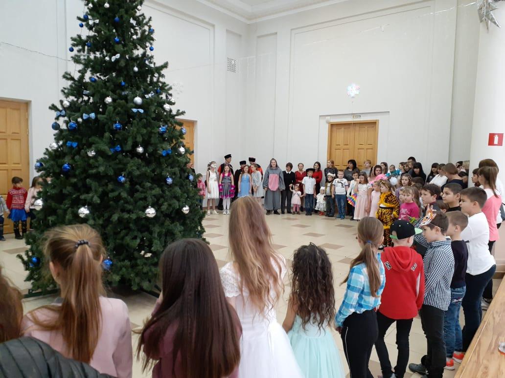Атаманская елка собрала ребят в поселке Ахтырском