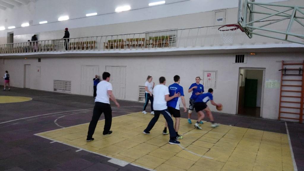 Первого февраля во дворце спорта «Спартак» прошли соревнования по уличному баскетболу
