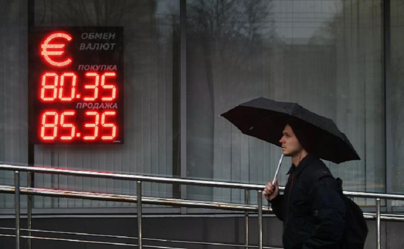 Что подорожает из-за падения курса рубля