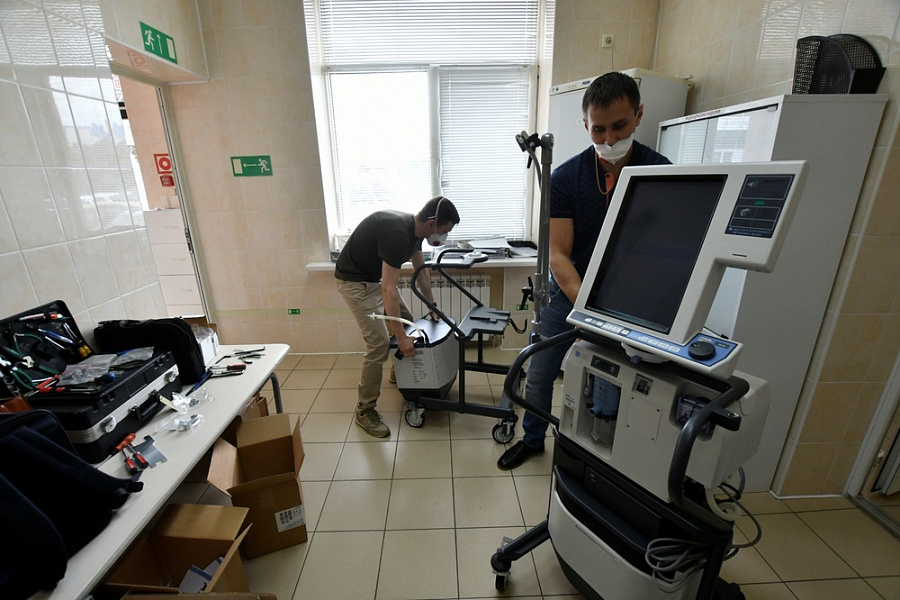 В больницы края поставлено 12 новых аппаратов искусственной вентиляции легких