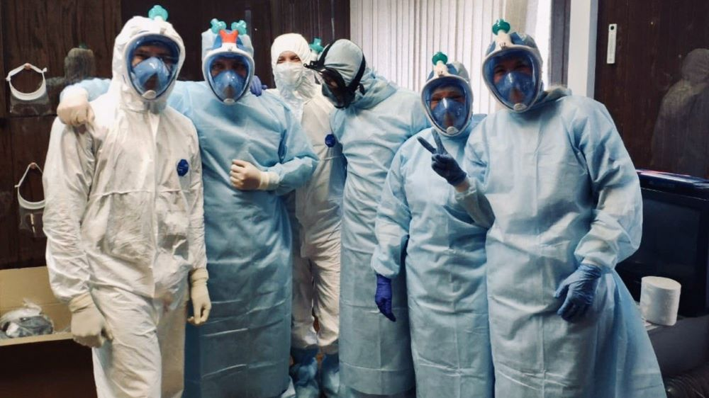 Волонтеры сделали защитные маски на 3D-принтере