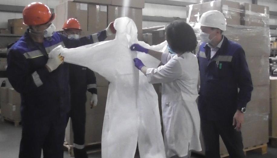 Сто защитных костюмов получила Абинская центральная больница