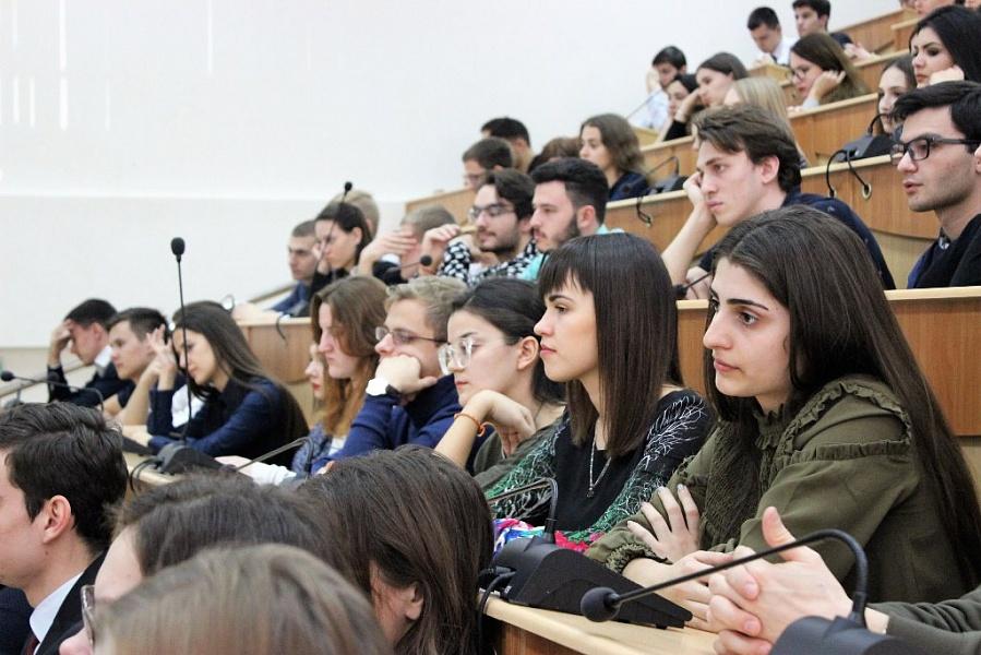 Лучшие студенты получат краевые стипендии