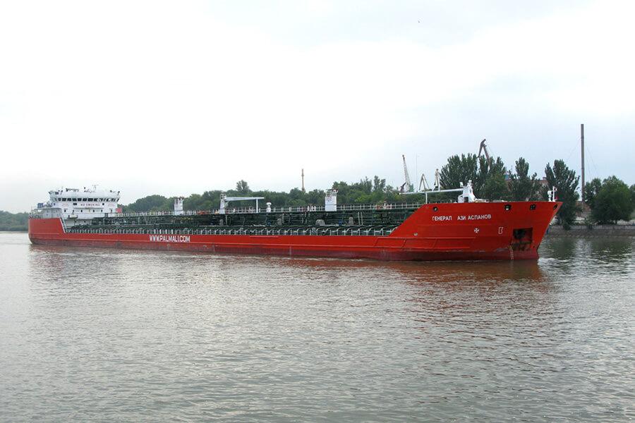 В Черном море найдено тело, предположительно, одного из пропавших моряков, после взрыва на танкере