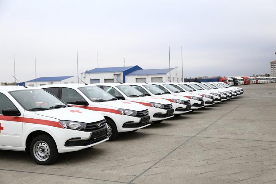Медучреждения четырех муниципалитетов края получили новые машины для выездов к пациентам