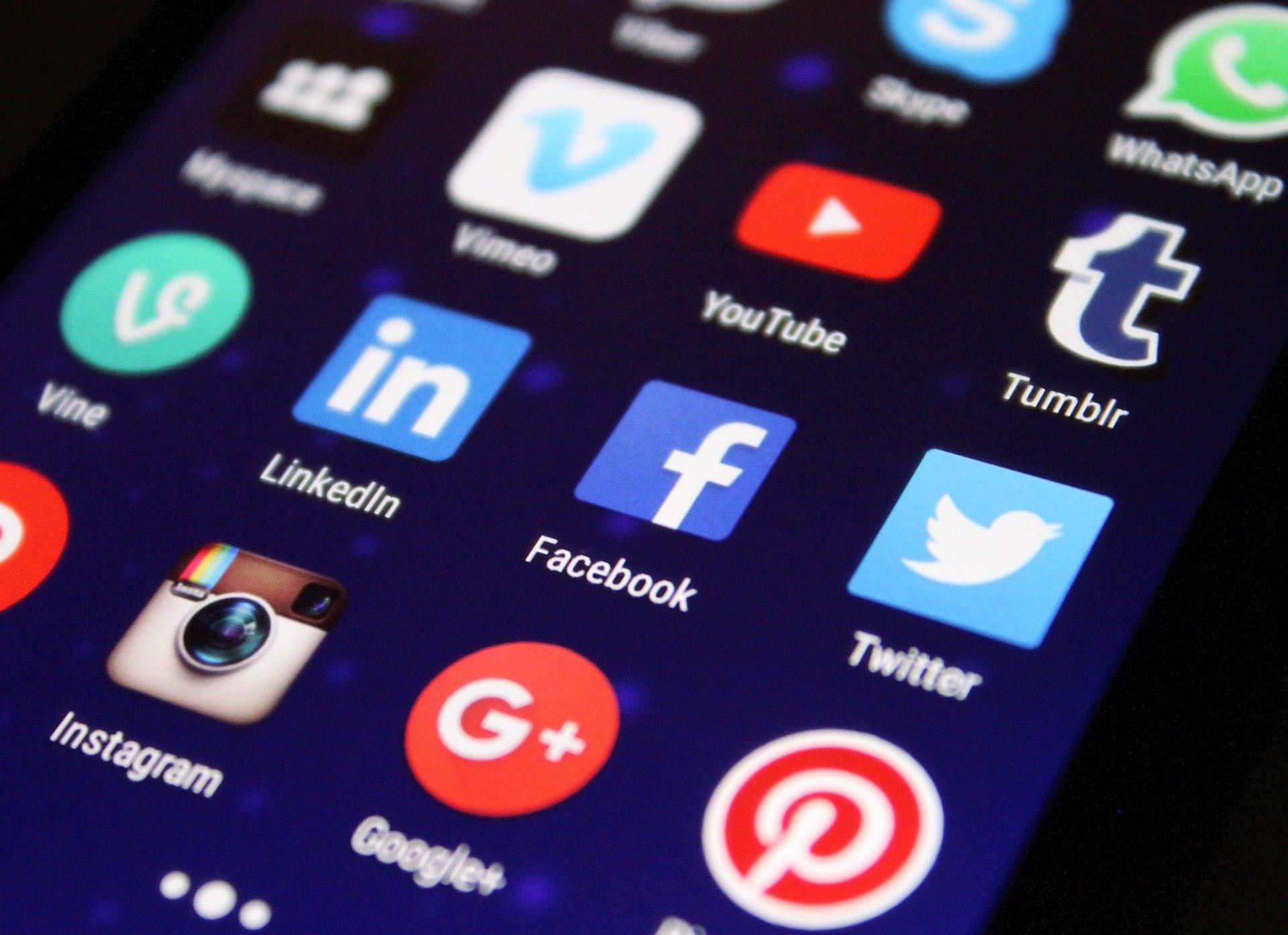 За знакомство в Интернете мужчина заплатил более 1 млн рублей