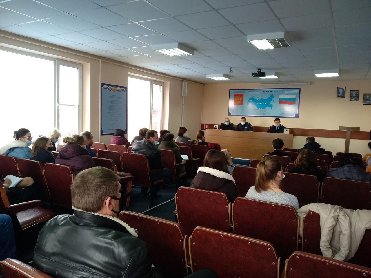 В Абинском районе Госавтоинспекция проводит профилактическую работу с автоперевозчиками.