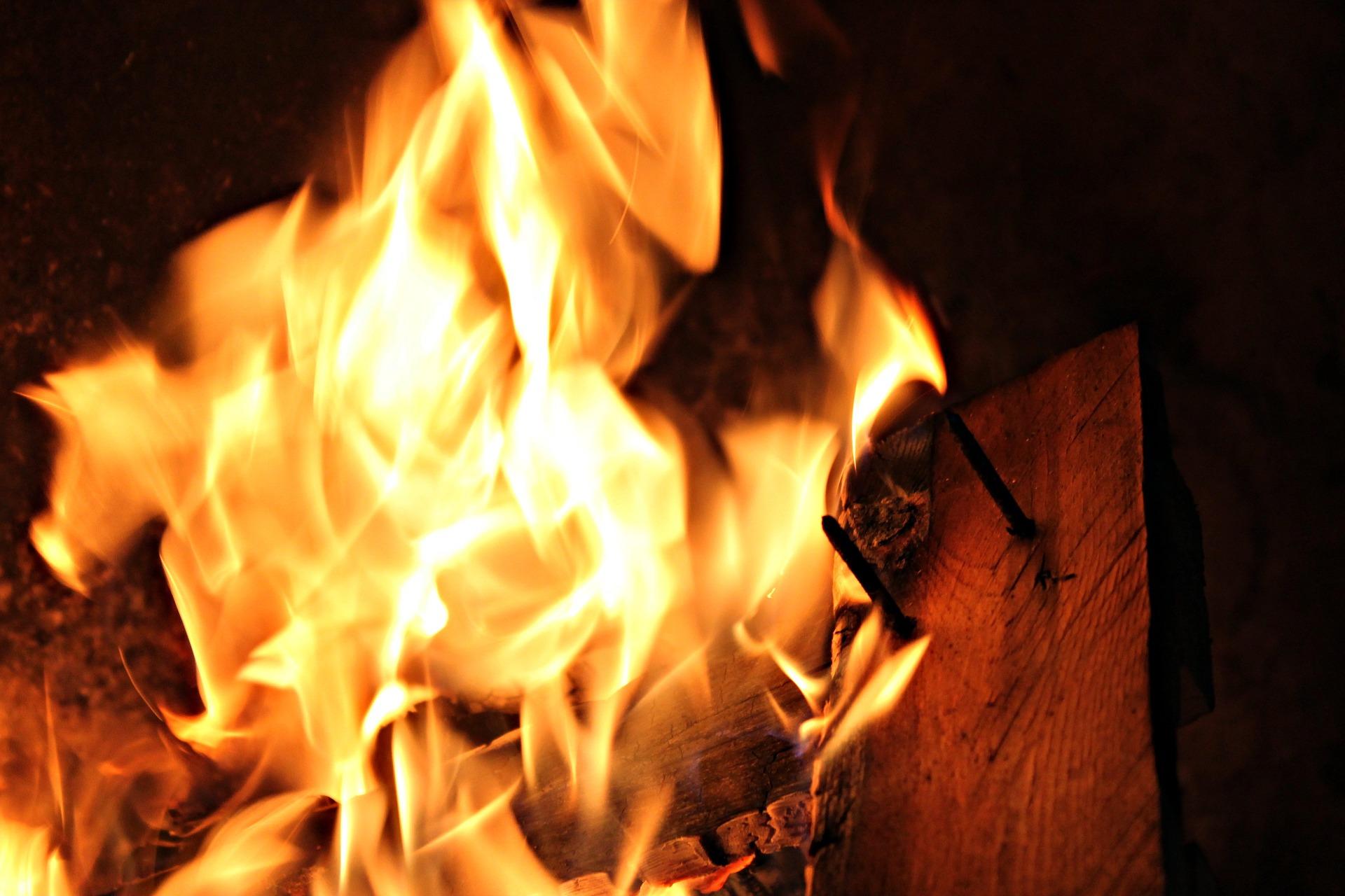 Женщина подожгла дом бывшему супругу