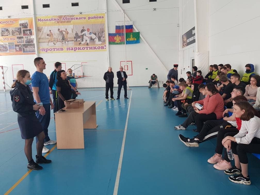 В Абинске полицейские и общественники организовали спортивные мероприятия