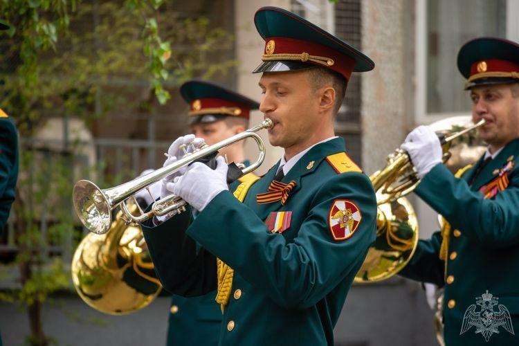 В честь Дня Победы во дворах ветеранов проведут праздничные концерты
