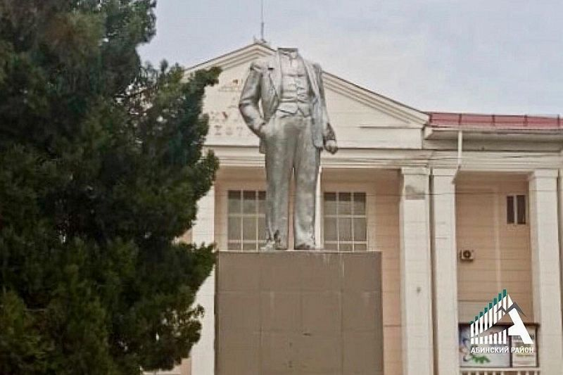 Неизвестные обезглавили памятник Ленину в поселке Абинского района