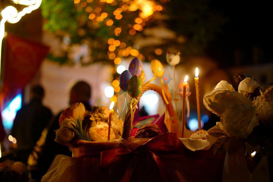 В православных храмах проходят пасхальные богослужения