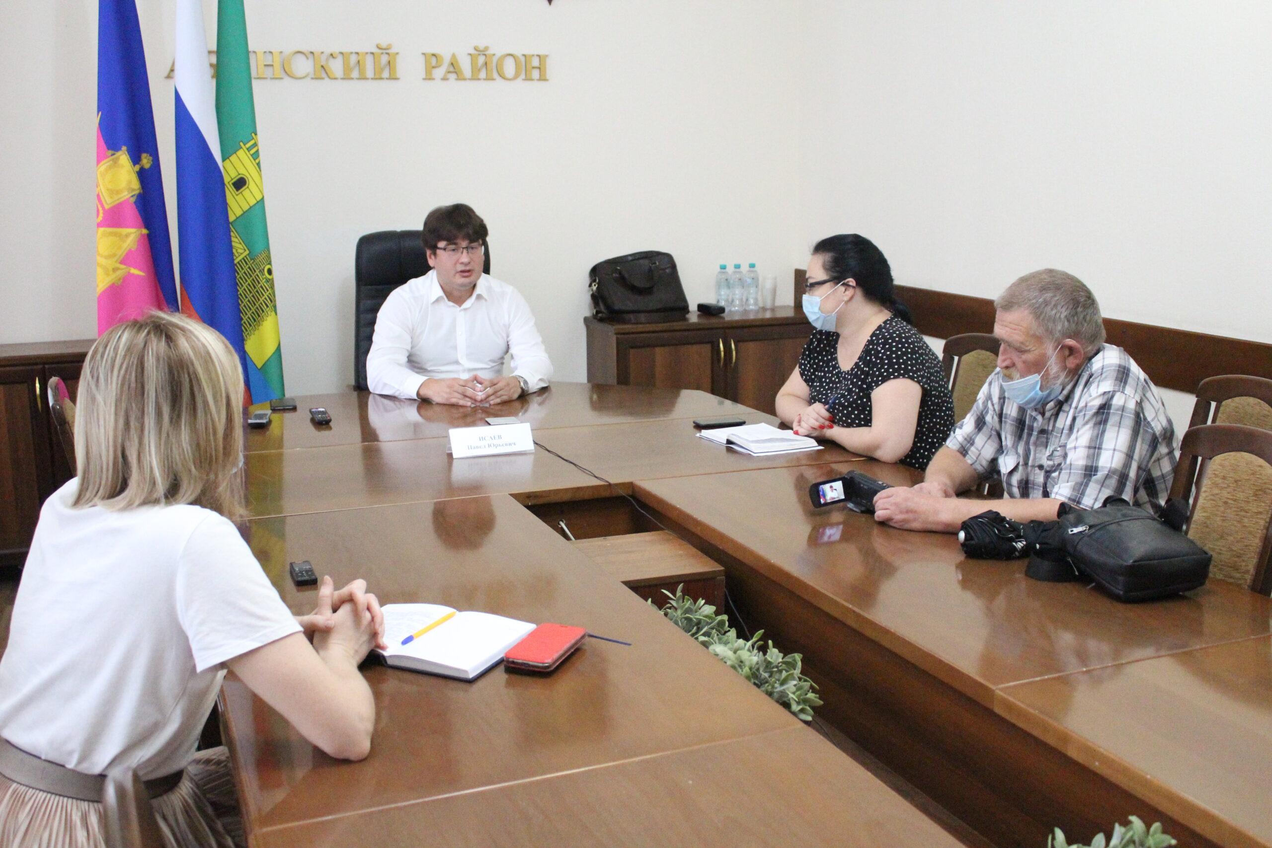 Сегодня главный врач Абинской ЦРБ Павел Исаев встретился с журналистским сообществом района