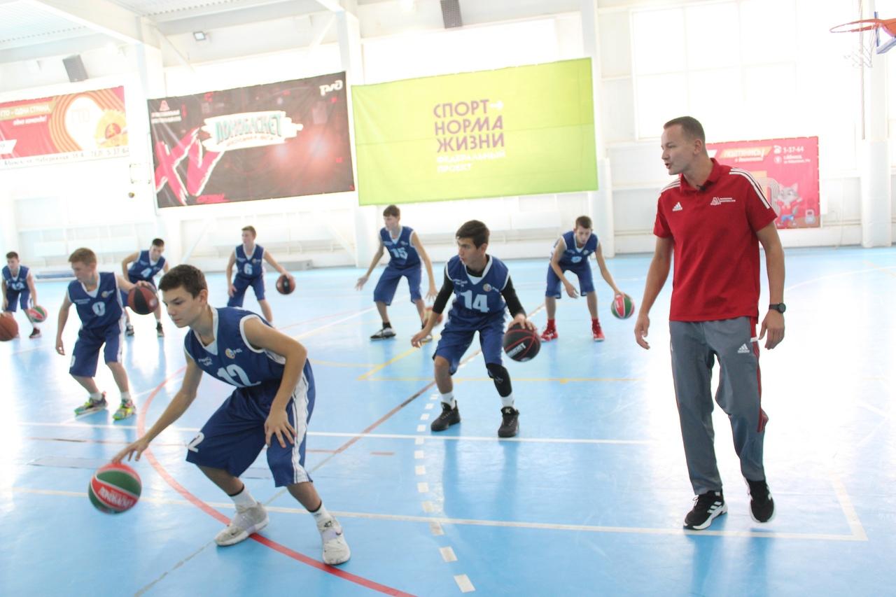 Сегодня в спорткомплексе города Абинска прошел образовательный мастер-класс для тренеров по баскетболу
